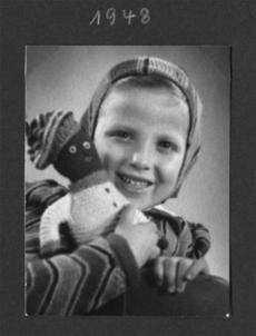 Werner Sollors as a child, with his doll Maxi.